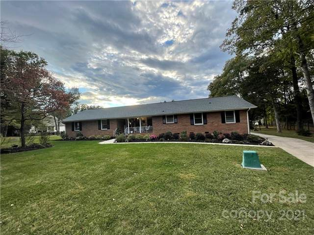 4001 Five Oaks Court, Mint Hill, NC 28227 (#3800137) :: Ann Rudd Group