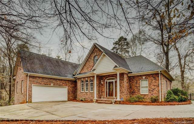 4048 Lochfoot Drive, Charlotte, NC 28278 (#3600587) :: Charlotte Home Experts