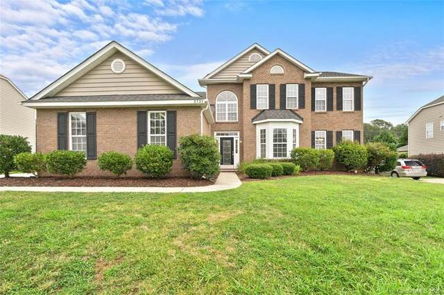 2727 Liberty Hall Court, Waxhaw, NC 28173 (#3646834) :: Puma & Associates Realty Inc.