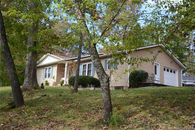 105 Briarwood Lane, Hendersonville, NC 28791 (#3673246) :: LePage Johnson Realty Group, LLC
