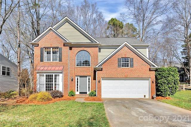 15824 Prestwoods Lane, Huntersville, NC 28078 (#3708593) :: Home and Key Realty