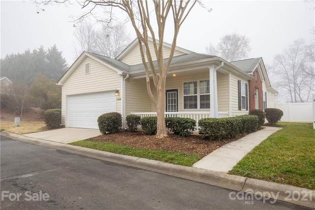 9174 Meadowmont View Drive #77, Charlotte, NC 28269 (#3711595) :: Home and Key Realty