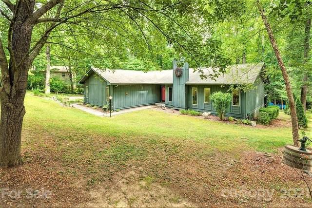 135 Shelly Drive, Hendersonville, NC 28792 (#3748629) :: Carver Pressley, REALTORS®