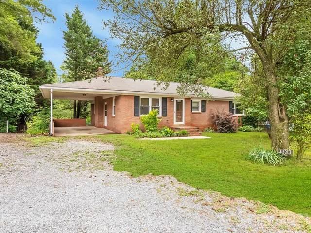 1133 Mecklenburg Highway, Mooresville, NC 28115 (#3749195) :: Homes Charlotte