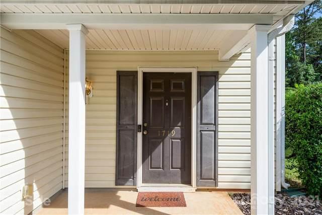 1719 Old Briar Lane, Charlotte, NC 28216 (#3755279) :: BluAxis Realty