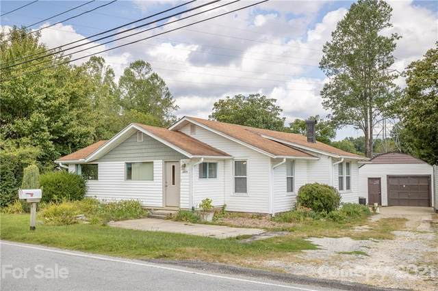 2804 Old Spartanburg Road, East Flat Rock, NC 28726 (#3786118) :: BluAxis Realty