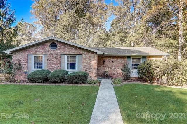 228 Dundeve Circle, Hendersonville, NC 28792 (#3795834) :: Modern Mountain Real Estate
