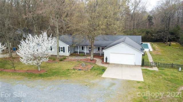 5017 Hemby Road, Matthews, NC 28104 (#3703152) :: Home and Key Realty