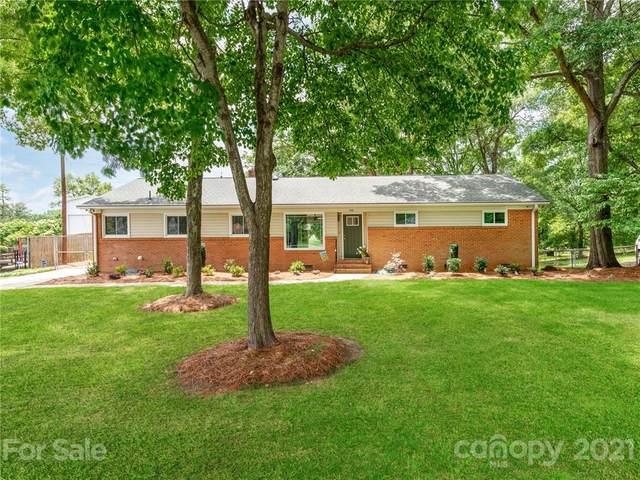 1913 Falconhurst Drive, Charlotte, NC 28216 (#3754176) :: Home and Key Realty