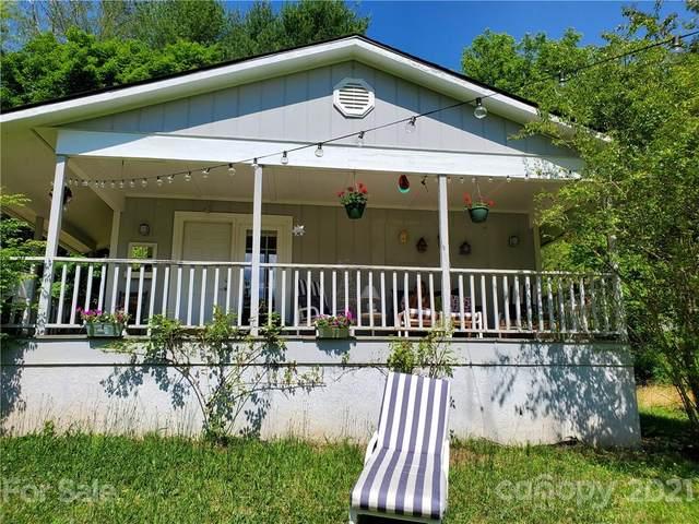 12 Fox Ridge Drive E, Hendersonville, NC 28739 (#3771055) :: LePage Johnson Realty Group, LLC