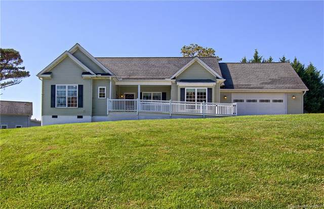355 Hidden Meadow Drive, Hendersonville, NC 28792 (#3620985) :: Carver Pressley, REALTORS®