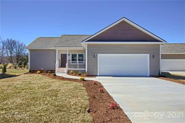 457 Riverwind Drive, Hendersonville, NC 28739 (#3689513) :: Carver Pressley, REALTORS®