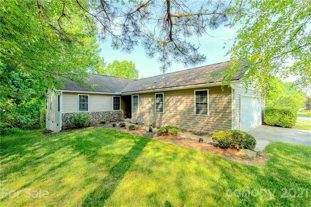 197 Highland Golf Drive, Flat Rock, NC 28731 (#3743083) :: Modern Mountain Real Estate