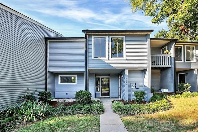 6622 Point Comfort Lane, Charlotte, NC 28226 (#3784727) :: BluAxis Realty