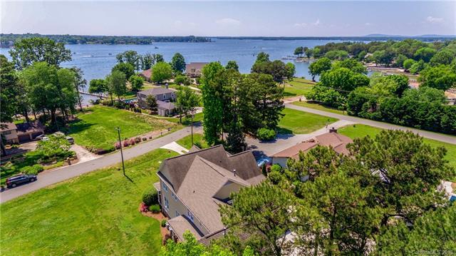 21020 Lakeview Circle, Cornelius, NC 28031 (#3393358) :: Carlyle Properties