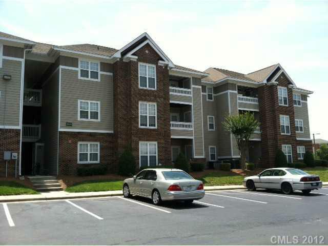 9810 Campus Walk Lane B, Charlotte, NC 28262 (#2089865) :: High Performance Real Estate Advisors
