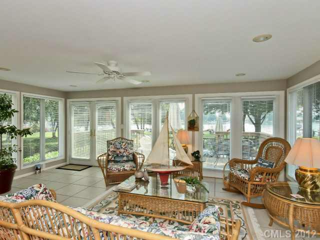20601 Island Forest Drive, Cornelius, NC 28031 (#2093767) :: High Performance Real Estate Advisors