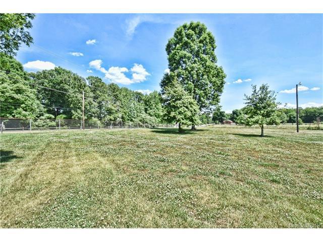 2142 Statesville Highway #0, Mooresville, NC 28115 (#3293084) :: Cloninger Properties