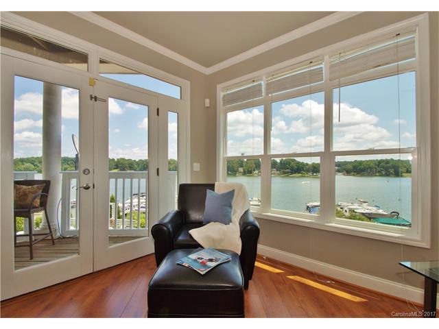 637 Williamson Road #201, Mooresville, NC 28117 (#3296970) :: Lodestone Real Estate