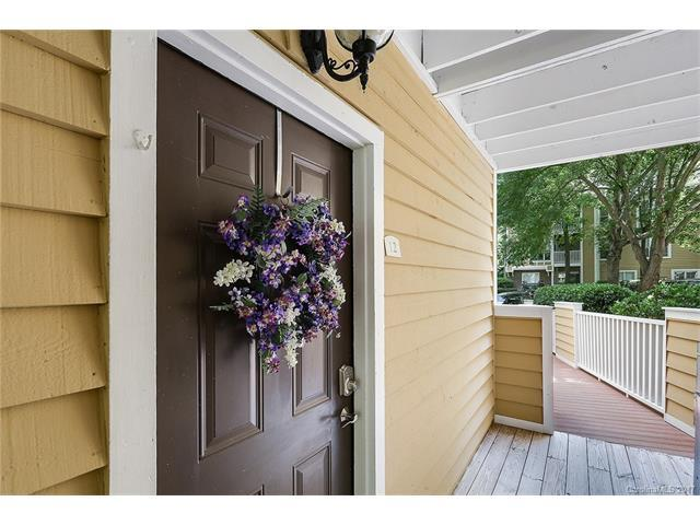 2518 Cranbrook Lane #12, Charlotte, NC 28207 (#3302919) :: Lodestone Real Estate