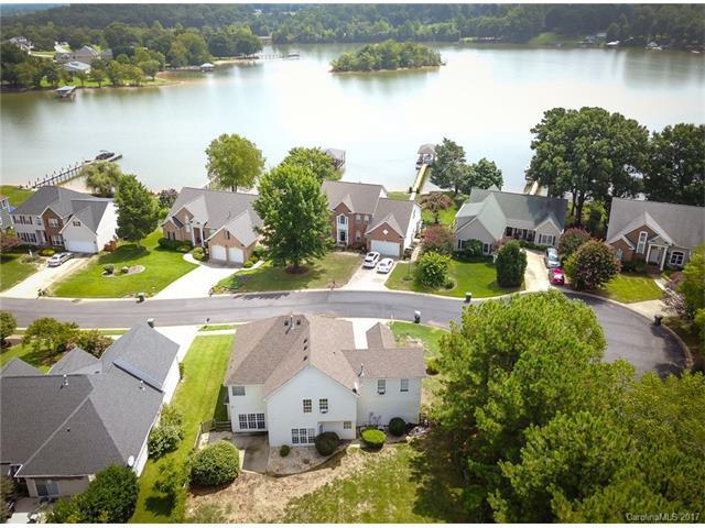 107 Chandeleur Drive, Mooresville, NC 28117 (#3311950) :: Cloninger Properties