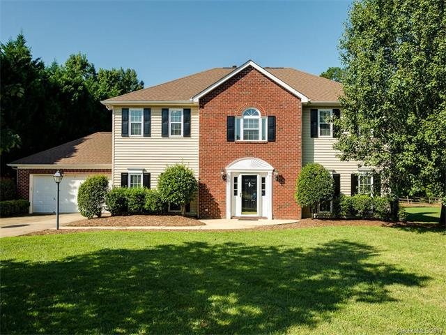 1726 Walnut Crest Lane, Matthews, NC 28105 (#3312422) :: The Ramsey Group
