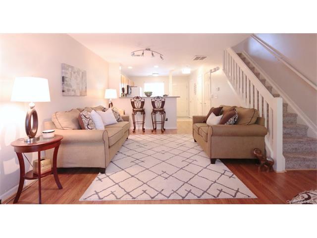6712 Cypress Tree Lane, Charlotte, NC 28215 (#3313385) :: The Ann Rudd Group