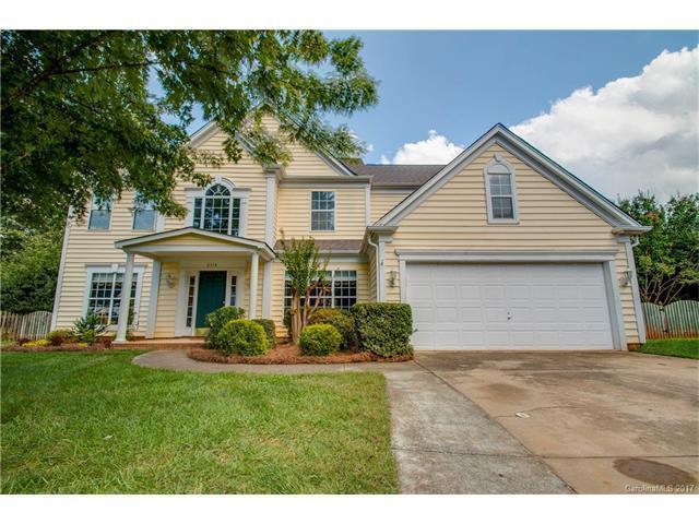 8518 Lyman Oak Court, Huntersville, NC 28078 (#3320785) :: Besecker Homes Team
