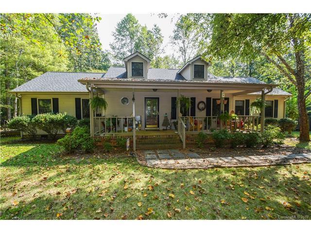 4005 Fox Hound Lane, Waxhaw, NC 28173 (#3322659) :: LePage Johnson Realty Group, Inc.