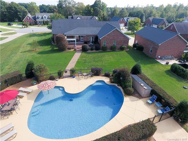4373 Woodsbury Lane, Lincolnton, NC 28092 (#3322675) :: Miller Realty Group