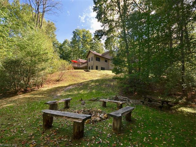 7 Ravenwood Lane, Horse Shoe, NC 28742 (#3326752) :: LePage Johnson Realty Group, LLC
