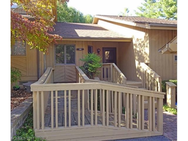 1203 Red Oak Drive, Hendersonville, NC 28791 (#3327453) :: Miller Realty Group