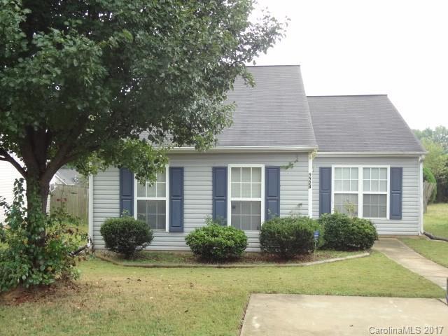 5924 Hewitt Drive, Charlotte, NC 28269 (#3329182) :: Cloninger Properties