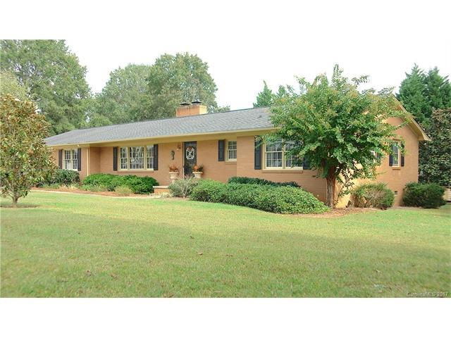 2606 E Nc Hwy 150 Highway, Lincolnton, NC 28092 (#3329343) :: Exit Mountain Realty