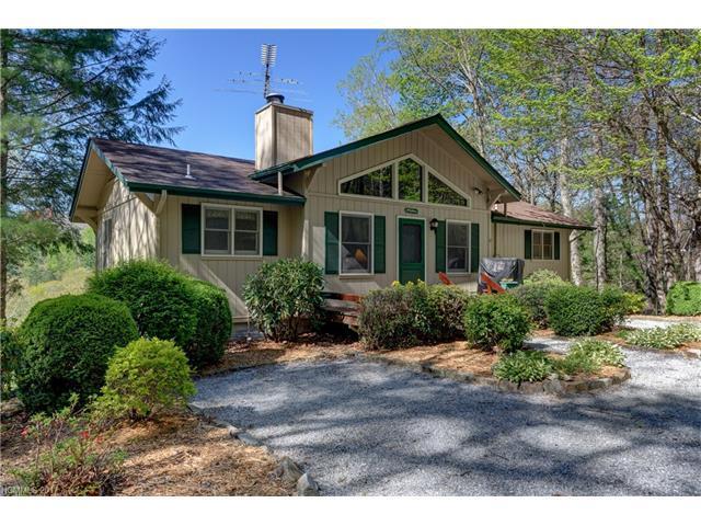 407 Crescent Moon Lane, Cashiers, NC 28717 (#3329985) :: High Performance Real Estate Advisors