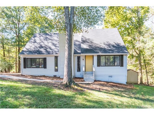 7606 Deer Falls Lane, Charlotte, NC 28226 (#3330271) :: Team Honeycutt