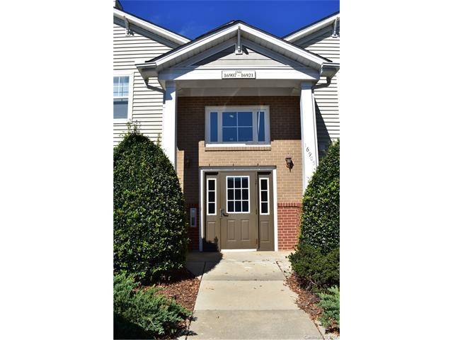 16909 Doe Valley Court, Cornelius, NC 28031 (#3330550) :: Cloninger Properties