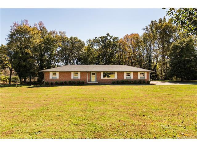 2524 Mt Holly Huntersville Road, Charlotte, NC 28214 (#3333767) :: Cloninger Properties