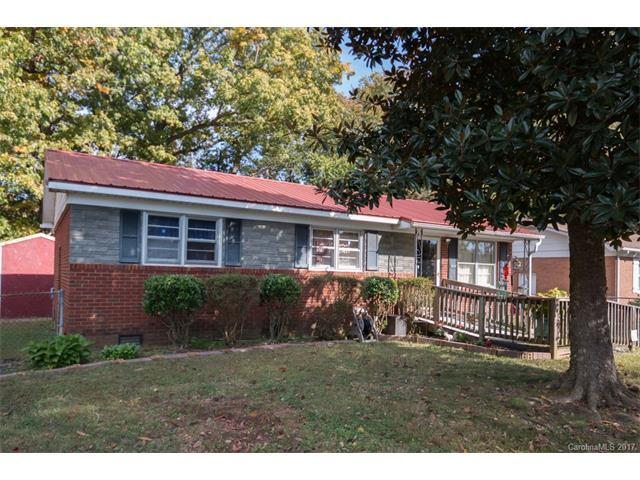 2924 Cedarhurst Drive, Charlotte, NC 28269 (#3334383) :: Berry Group Realty