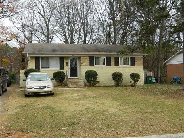 2812 Cedarhurst Drive, Charlotte, NC 28269 (#3339112) :: The Elite Group