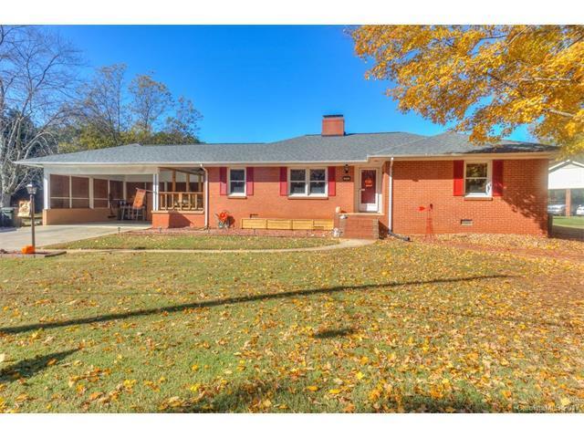 204 Hillcrest Drive, Huntersville, NC 28078 (#3339633) :: LePage Johnson Realty Group, LLC
