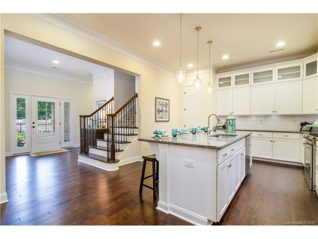 3368 Northampton Drive #204, Charlotte, NC 28210 (#3339748) :: The Elite Group
