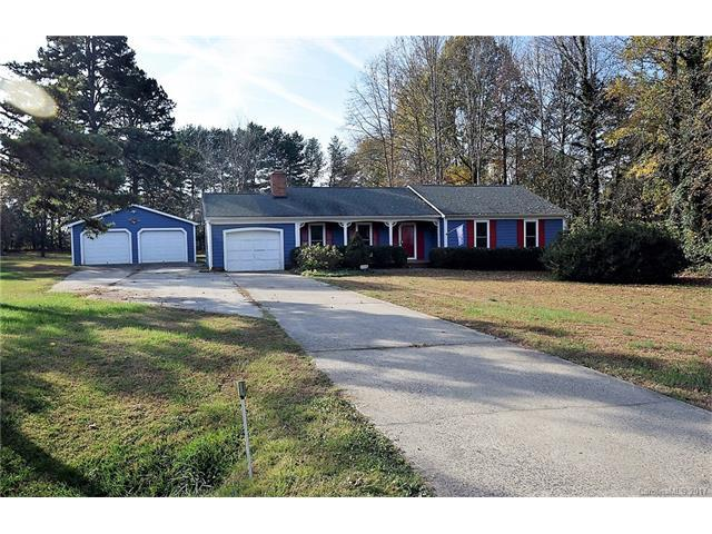 11211 Walking Horse Lane, Charlotte, NC 28215 (#3340045) :: Puma & Associates Realty Inc.