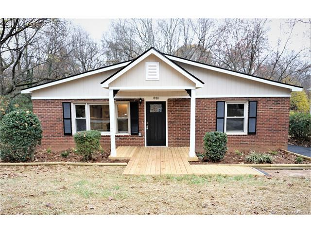 19811 Ferry Street, Cornelius, NC 28031 (#3343091) :: Puma & Associates Realty Inc.