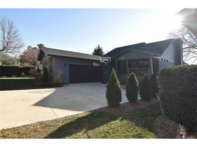 20437 Island Forest Drive, Cornelius, NC 28031 (#3352090) :: The Andy Bovender Team