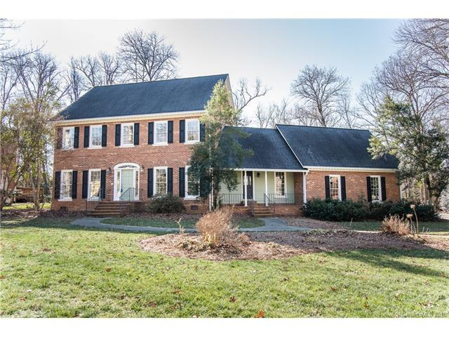 9832 Warwick Circle, Charlotte, NC 28210 (#3352129) :: Scarlett Real Estate
