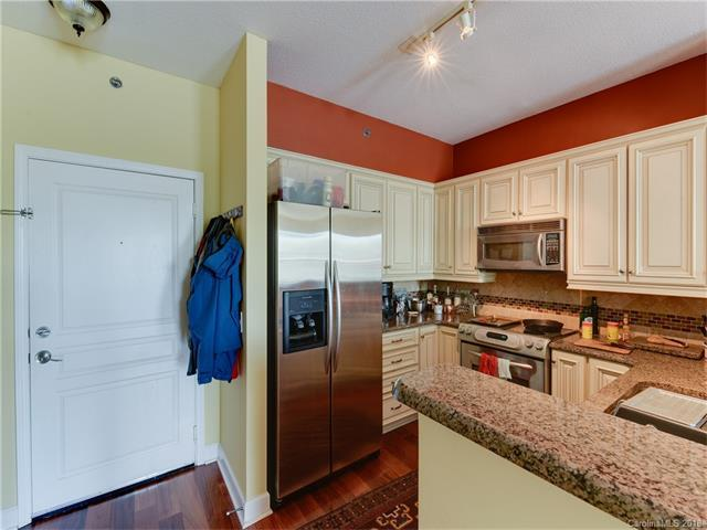 1315 East Boulevard #336, Charlotte, NC 28203 (#3352899) :: The Ann Rudd Group