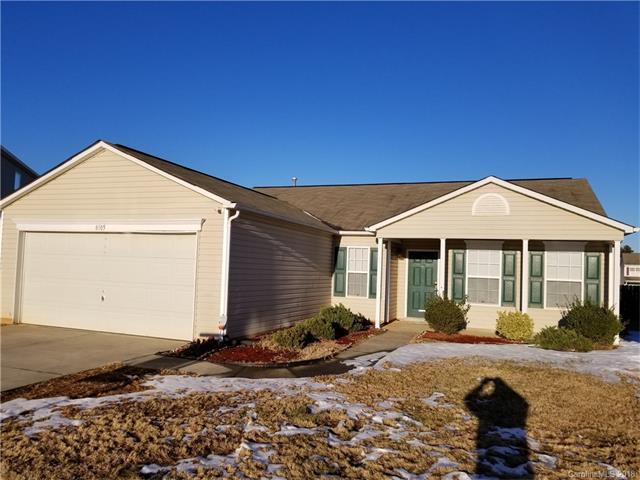 8105 Rosberg Lane, Charlotte, NC 28216 (#3353084) :: Mossy Oak Properties Land and Luxury
