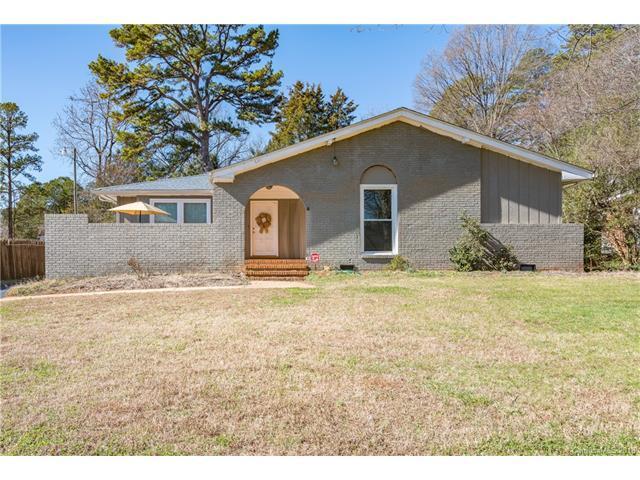 6411 Tomahawk Lane, Charlotte, NC 28214 (#3355336) :: Exit Mountain Realty