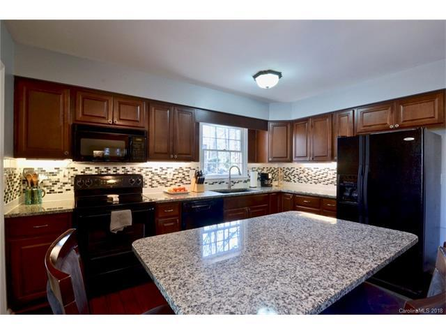 13435 Idlefield Lane, Matthews, NC 28105 (#3357363) :: The Ramsey Group